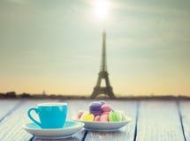 tasse de café et de macarons Images libres de droits