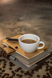 Tasse de café et grains de café Images stock