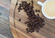 Tasse de café et grains de café Photographie stock