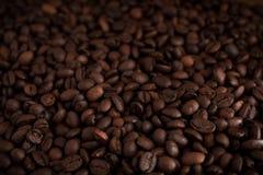 Tasse de café noir sur le fond en bois Image libre de droits