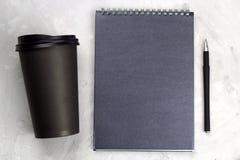 Tasse de café, stylo, carnet Photo stock