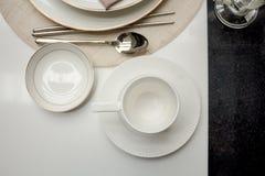 Tasse de café sur diner de table de partie Image libre de droits