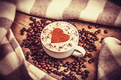 Tasse de café sur la table en bois. Image libre de droits