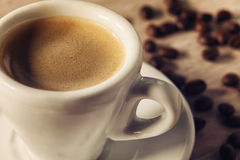 Tasse de café sur la table en bois Photo stock