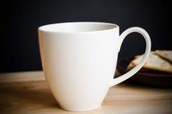 Tasse de café sur la table en bois Images stock