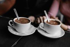 Tasse de café sur la table en bois photo libre de droits