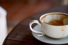 Tasse de café sur la terrasse grunge Photos libres de droits