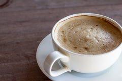 Tasse de café sur la terrasse grunge Photographie stock libre de droits