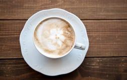 Tasse de café sur la vieille table photo libre de droits