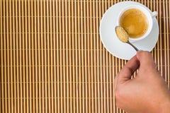 Tasse de café sur le bambou Photographie stock libre de droits