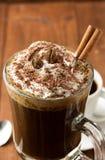 Tasse de café sur le bois photos libres de droits
