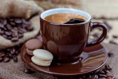 Tasse de café sur le sac Photographie stock libre de droits
