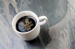 Tasse de café : un symbole de Yens Images libres de droits