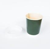 Tasse de café verte jetable d'isolement Photographie stock libre de droits