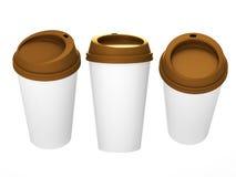 Tasse de café vide blanche avec le chapeau brun, chemin de coupure inclus Photos libres de droits