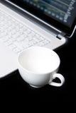 Tasse de café vide, le commerce d'actions Images libres de droits