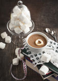 Tasse de chocolat chaud et de guimauves Image libre de droits
