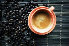 Tasse de Coffe avec des grains de café photo libre de droits