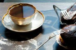 Tasse de gâteaux de café et de chocolat Photo libre de droits