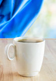 Tasse de matin chaud de café au printemps Photos libres de droits