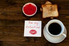 Tasse de pain grillé et de confiture de café noir Image stock