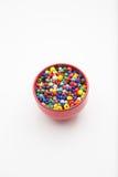Tasse de perles colorées Photographie stock