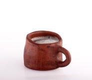 Tasse de poterie de terre de bière Images libres de droits