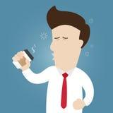 Tasse de prise somnolente d'homme d'affaires de café de papier photo stock