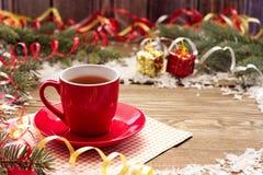 Tasse de rouge de Noël Photos stock
