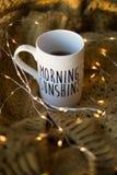 Tasse de soleil de matin avec du café Photographie stock