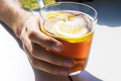 Tasse de soude ou de vermouth image stock