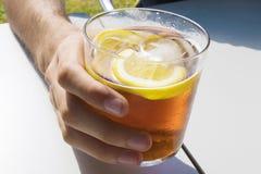Tasse de soude ou de vermouth photographie stock