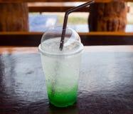Tasse de soude verte Photographie stock libre de droits
