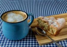 Tasse de tarte aux pommes et de café Image stock