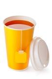 Tasse de thé à emporter avec le sachet à thé Photos stock