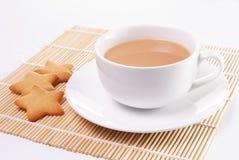 Tasse de thé au lait Image stock