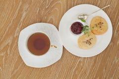 Tasse de thé avec des biscuits Photo libre de droits