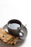 Tasse de thé avec des biscuits du plat image stock