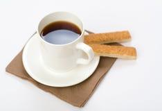 Tasse de thé avec des biscuits du plat image libre de droits
