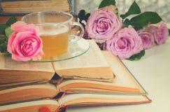 Tasse de thé avec des livres Photo libre de droits