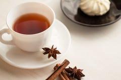 Tasse de thé avec la cuillère à café Photo stock