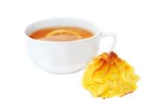 Tasse de thé avec le citron et les biscuits Photo stock