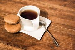 Tasse de thé avec le gâteau Photos stock