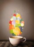 Tasse de thé avec les bulles colorées de la parole Photos libres de droits
