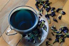 Tasse de thé bleu de fleur Photographie stock libre de droits