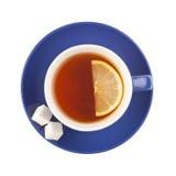 Tasse de thé bleue avec du sucre et le citron. Images libres de droits
