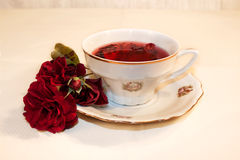Tasse de thé de ketmie Photo stock