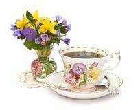 tasse de thé de source de fleurs Photographie stock