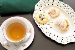 Tasse de thé et de biscuits, vue supérieure Photos libres de droits