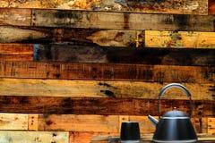 Tasse de thé et de menthe avec le fond gentil Photos stock